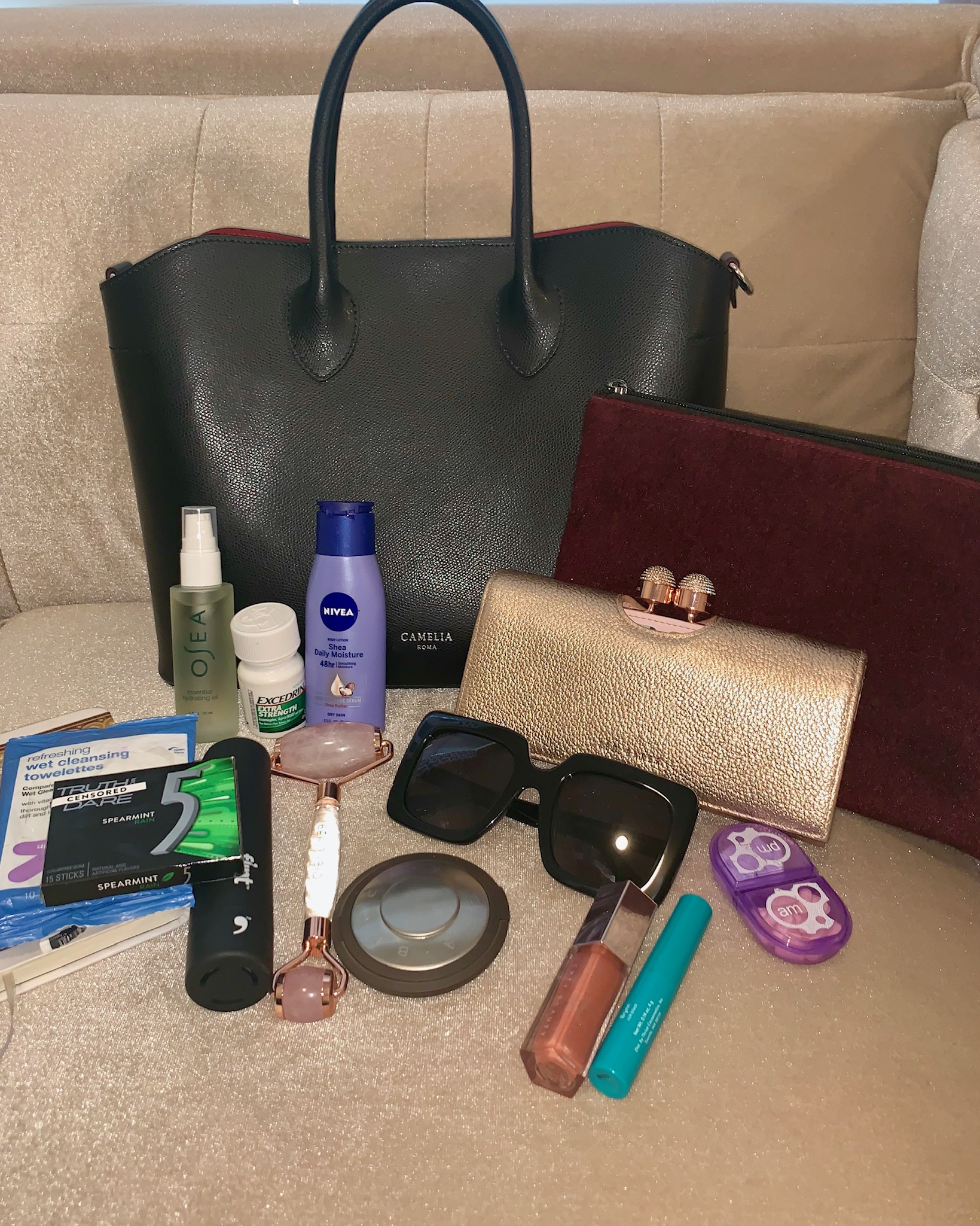 what's in your handbag